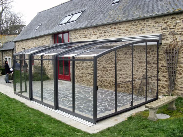 diseños de terrazas cerradas piedras paredes cristales