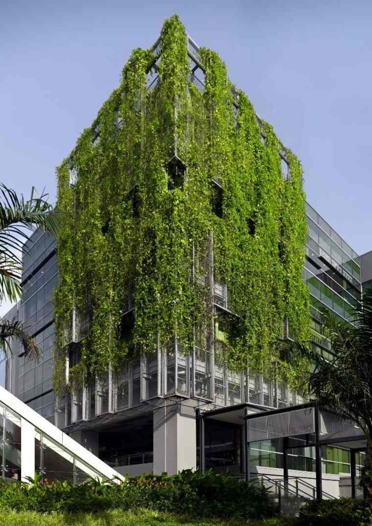 edificio moderno con fachada verde
