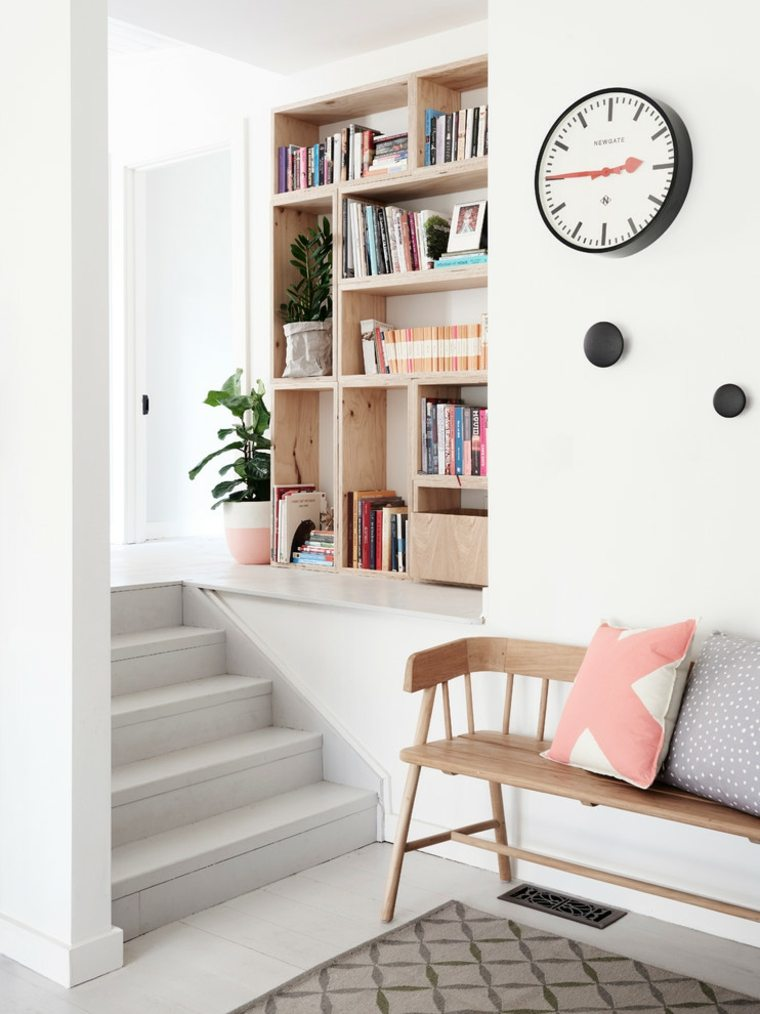 escaleras de interior diseno pequeno espacio libros One Girl Interiors ideas
