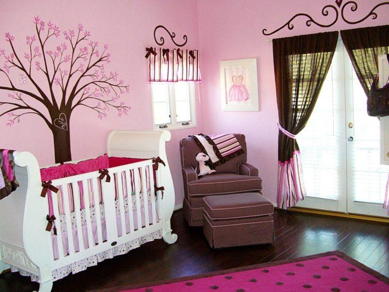 habitación de niña bebé decorada