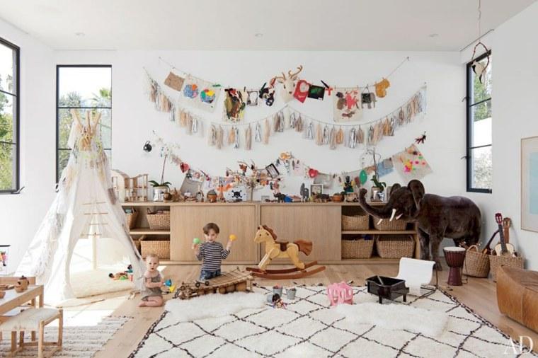 habitación infantil muchos juguetes