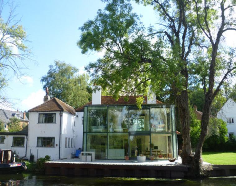 Harefield residencia fachada vidrio