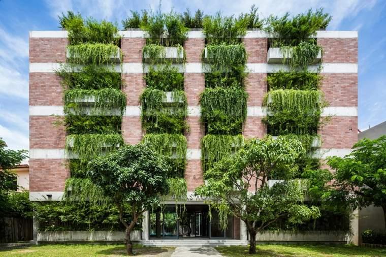 impresionante fachada verde con plantas