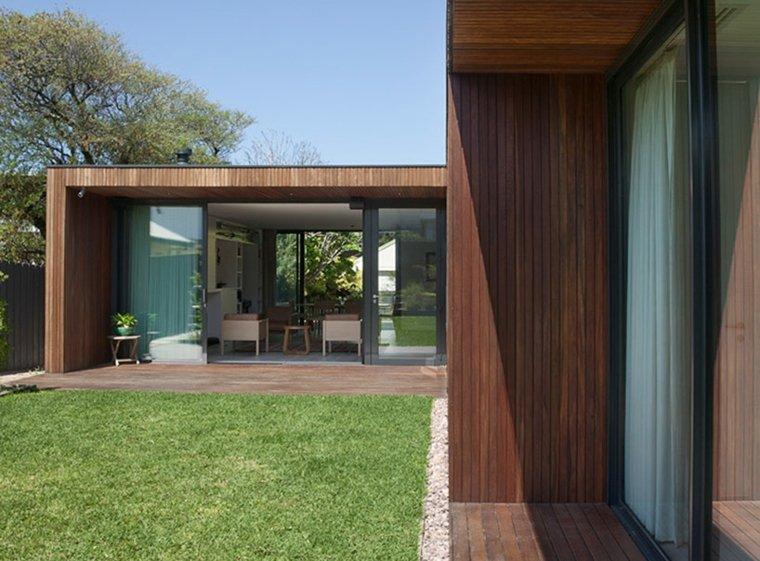 la casa modesta diseñada Coy Yiontis Architects jardin cesped ideas
