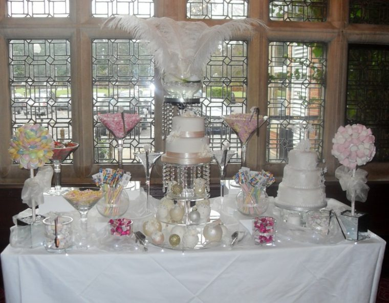 mesa llena dulces boda