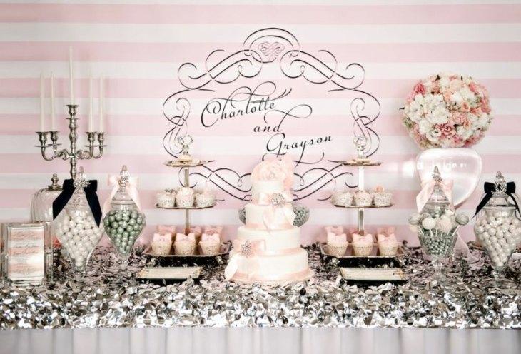 mesas de dulces para bodas con un decorado en tonalidades plateadas