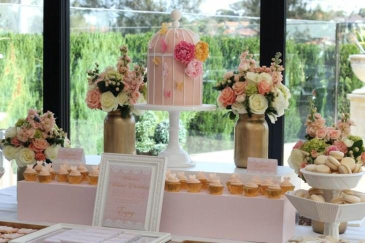 mesas de dulces para bodas rosa acentos jaulas