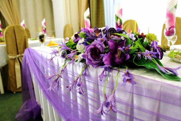 mesas dulces bodas diseno elegante flores purpura ideas