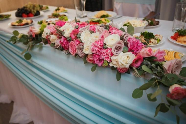mesas dulces bodas diseno flores guirnalda ideas