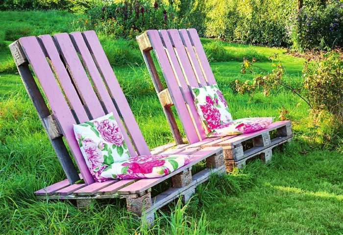 muebles palets sillones color rosa diseno estilo jardin ideas