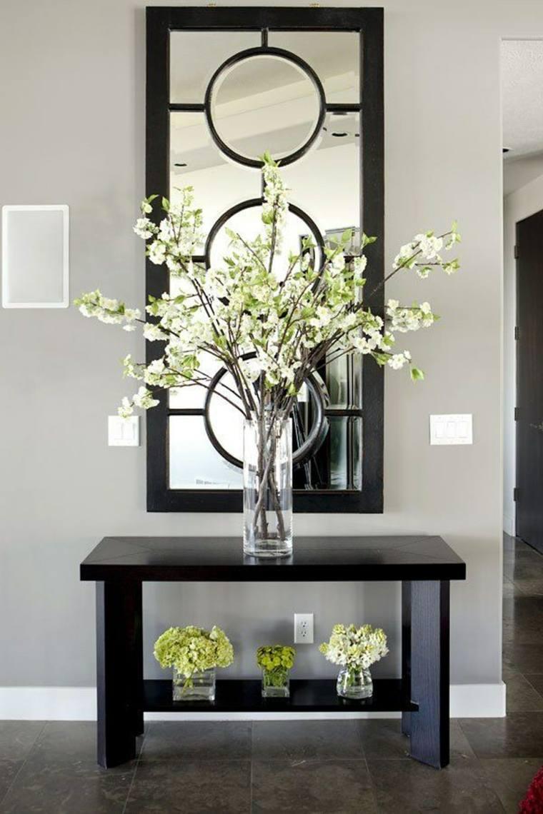 Recibidores estrechos decorados con mesas modernas for Muebles para recibidores pequenos