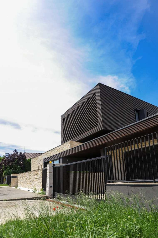 Fachadas de chalets con dise os originales y modernos for Casa moderna habbo 2017