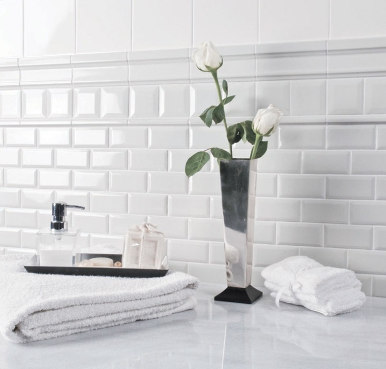 originales azulejos blancos estilo retro