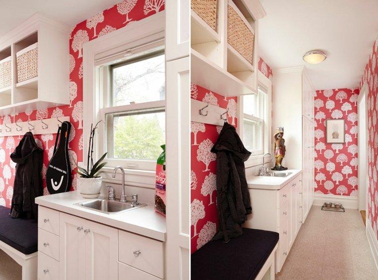 papel pared rojo con arbolitos