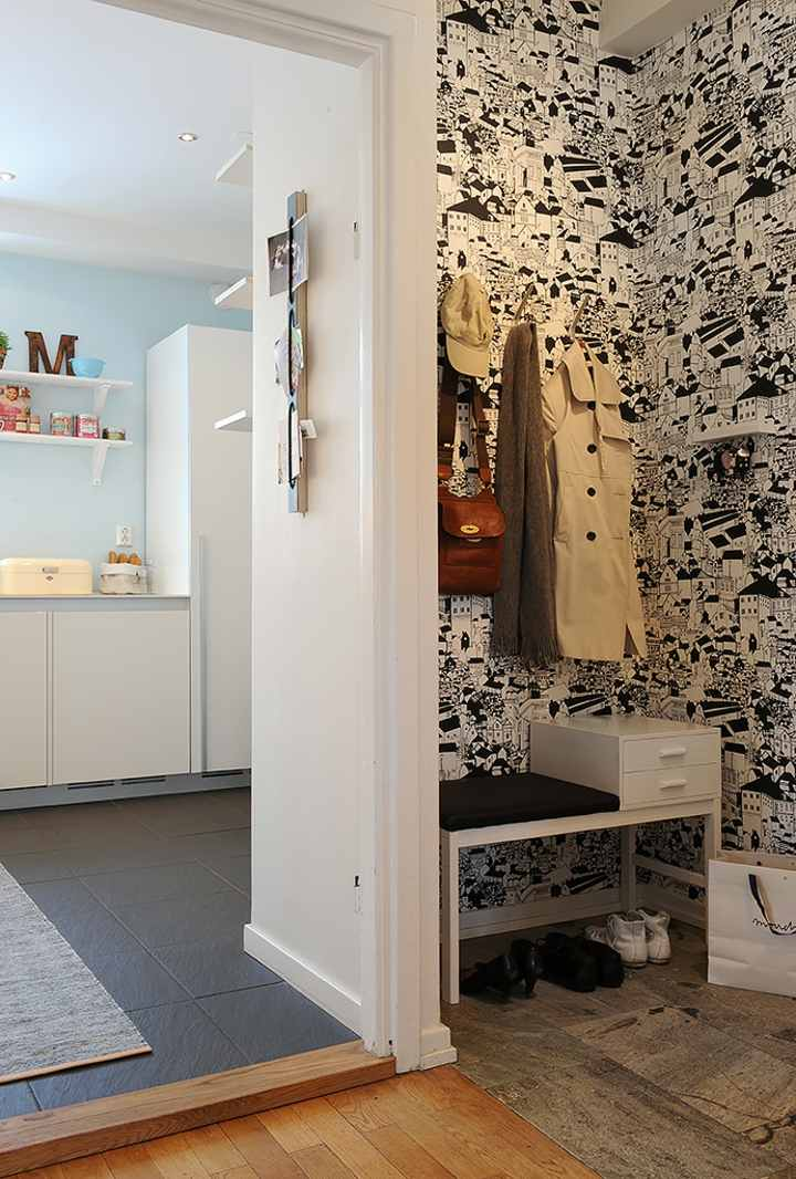 papel pintado recibidor blanco negro madera