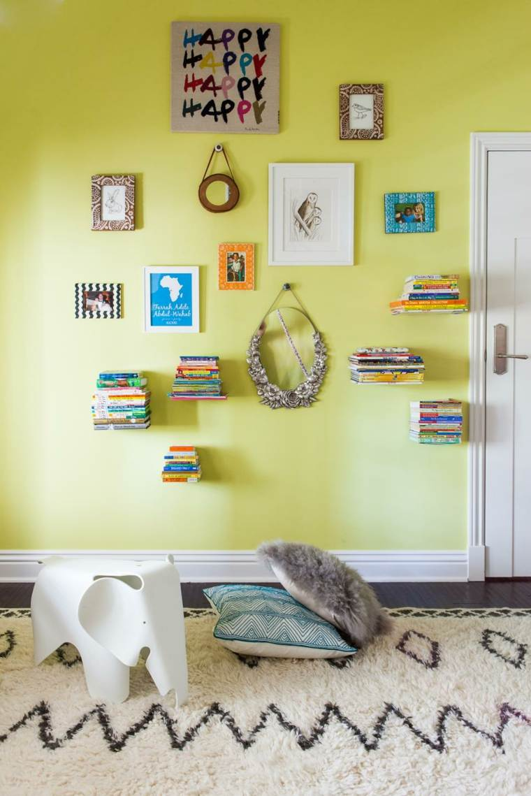 paredes estantes flotantes libros colores