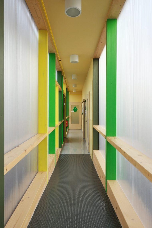 paredes vigas pasillo colores