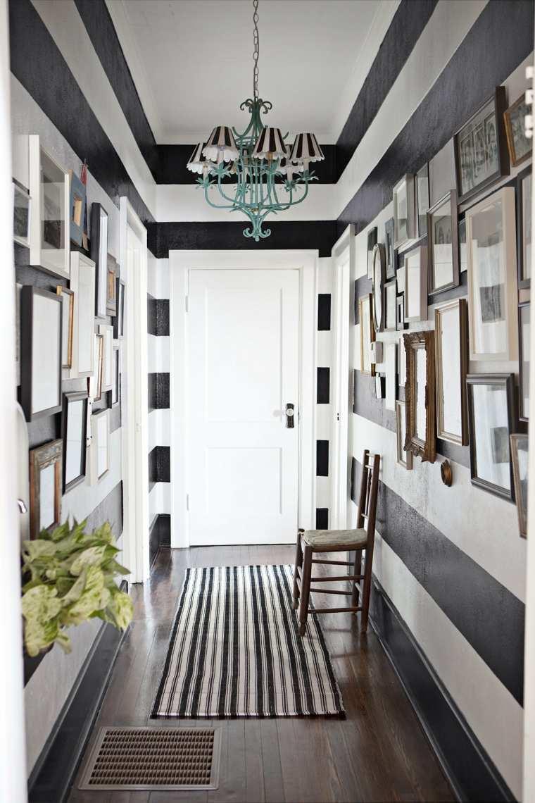 paredes pasillo bandas negras