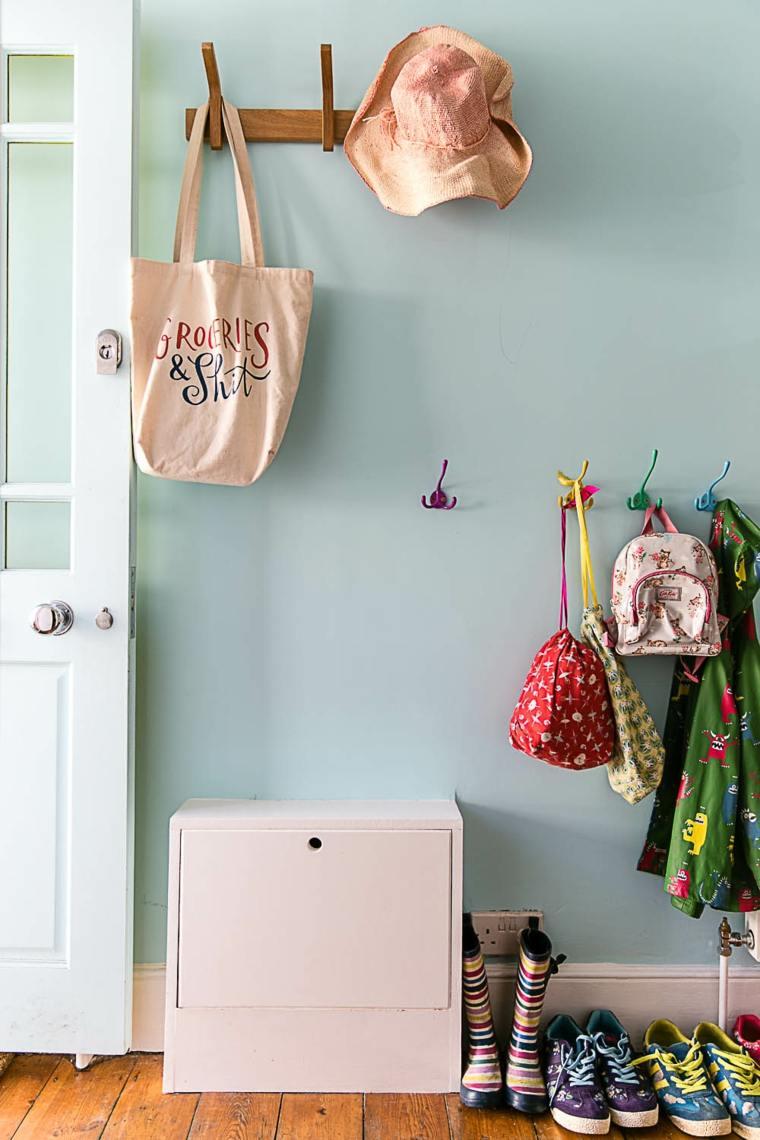 pasillo pared color aguamarina