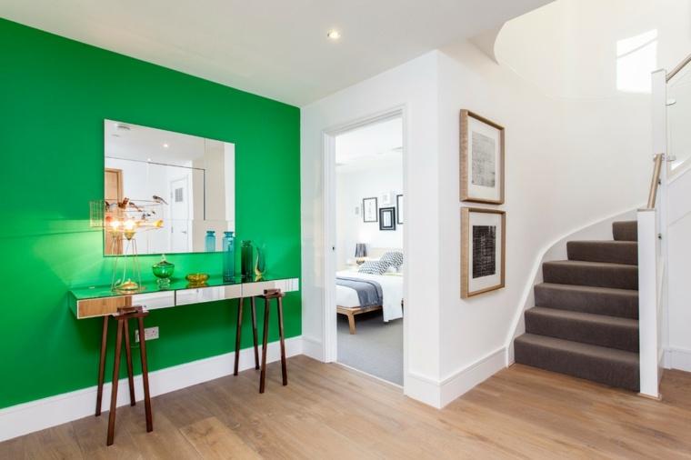 pasillo recibidor pared verde intenso