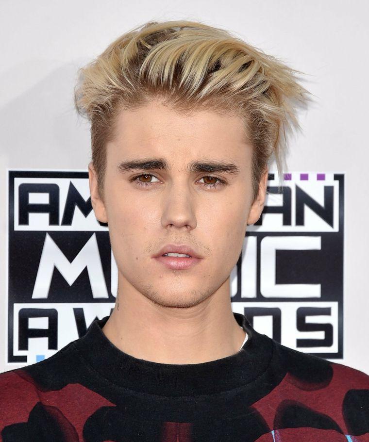 Justin Bieber con cabello rubio