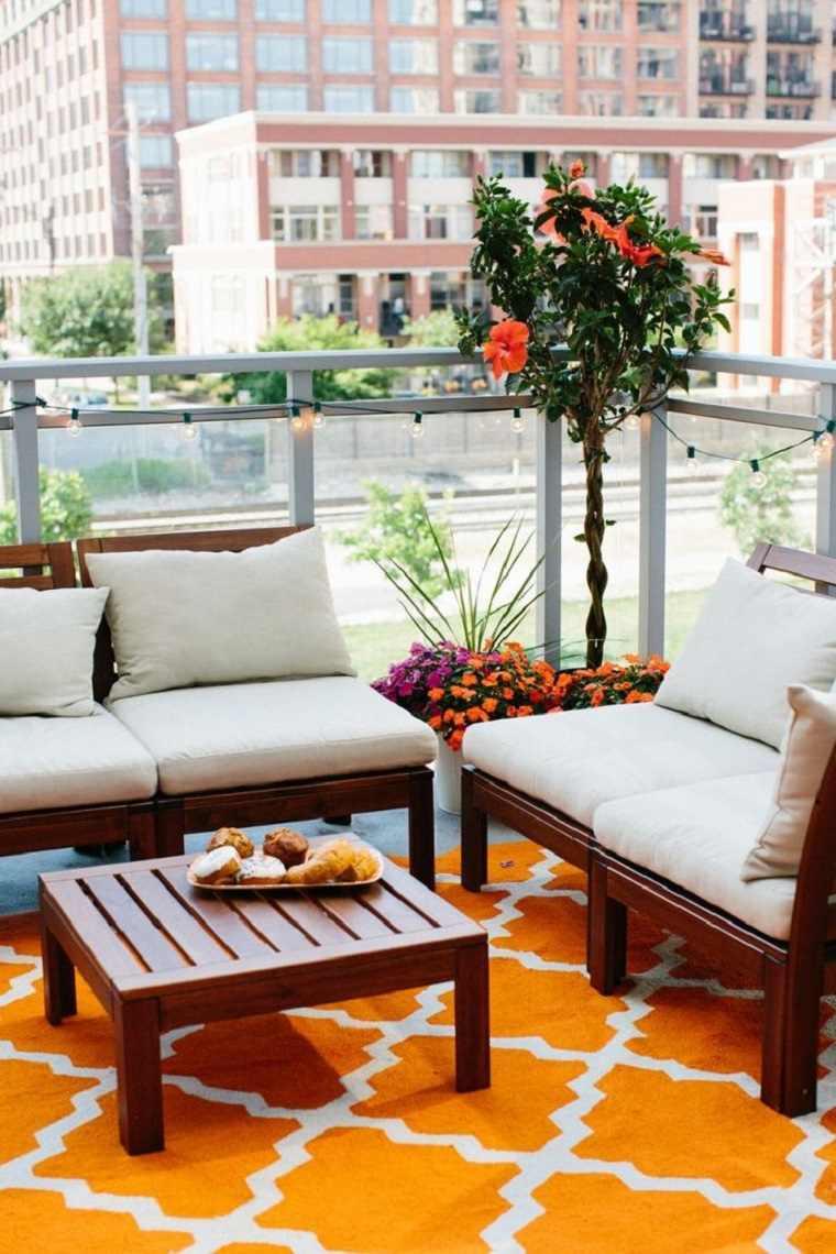 alfombra color naranja terraza