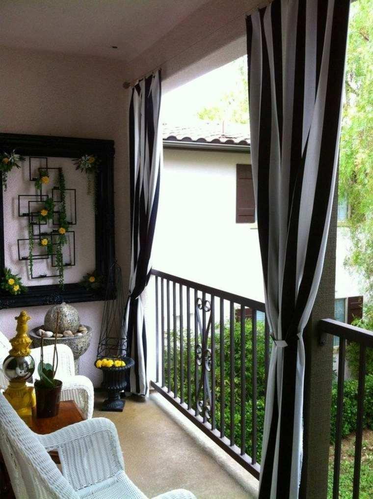 balcón cortinas a rayas
