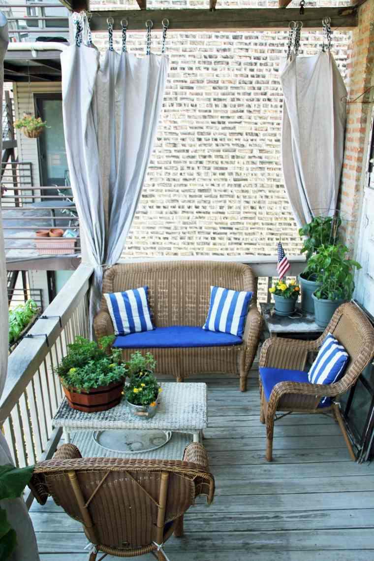 balcón pequeño cortinas