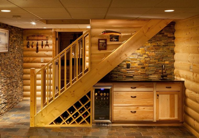 bonita escalera cocina bodega