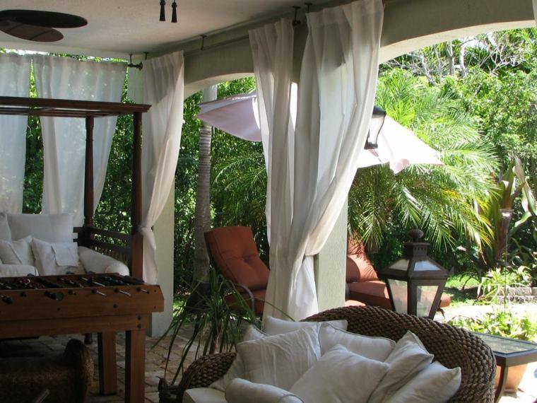 bonito porche cortinas blancas