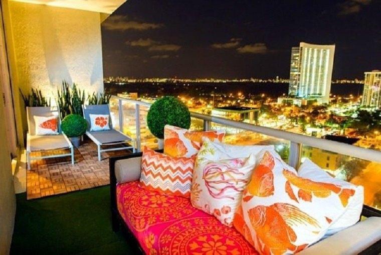 bonito balcón estilo chill