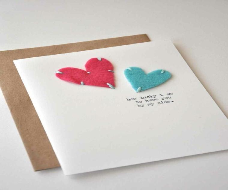 bonita tarjeta corazones fieltro