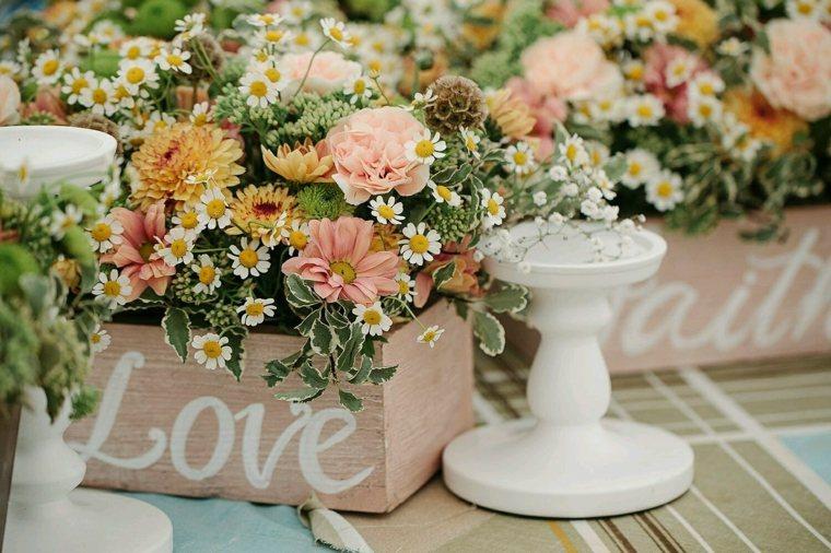 centros de flores ramos flores silvestres decorar boda evento ideas