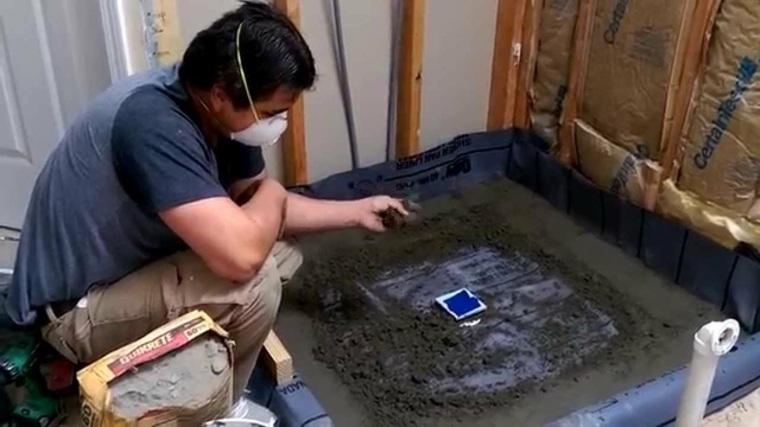 Como hacer un plato de ducha de obra en varios sencillos for Como arreglar la regadera del bano