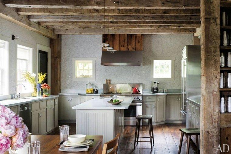 cocina grande techo de madera