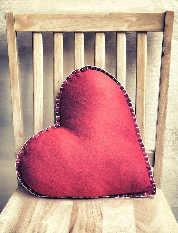bonito cojín forma corazón