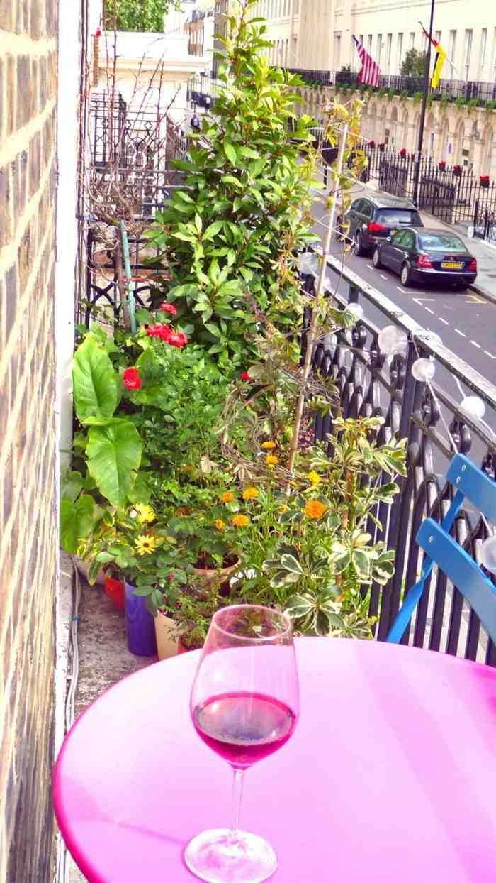 como decorar un balcon pequeño intimidad altas plantas ideas