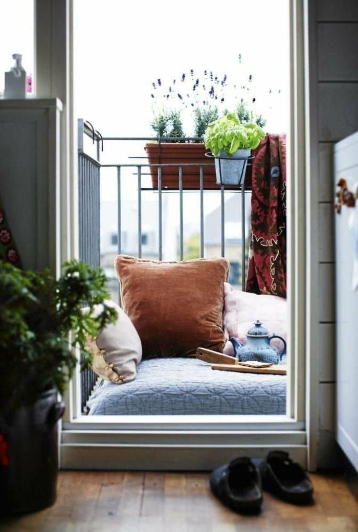 como decorar un balcon pequeño zona chill out fresca sillones