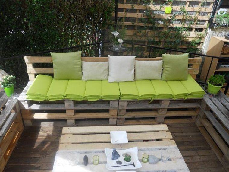Terrazas con palets m s ideas para la decoraci n de for Sillones de plastico para terrazas