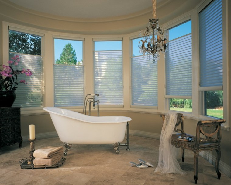 cuarto baño lujoso