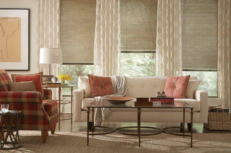 cortinas en ventanas oscilobatientes decorar