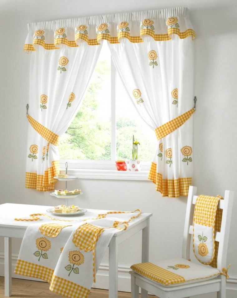 Cortinas ideas para llenar de estilo las ventanas peque as for Cortinas comedor baratas