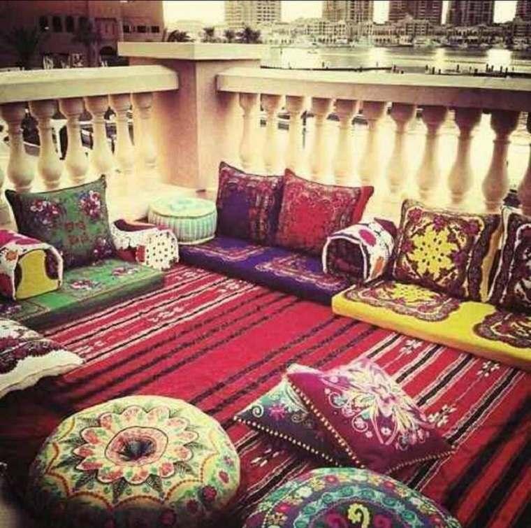 decorar terraza cojines alfombras