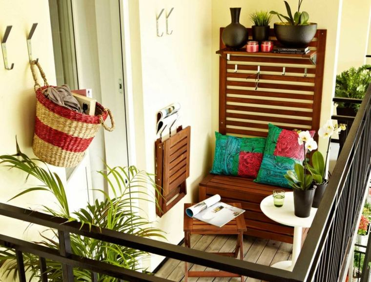 decorar balcones pequenos banco madera plantas ideas