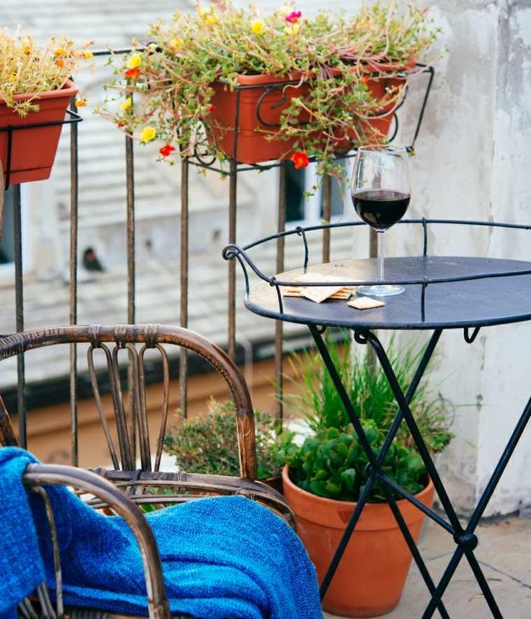 decorar balcones pequeños mesita acero ideas
