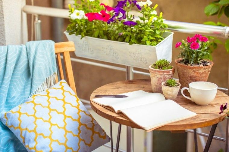 decorar balcones pequeños mesita redonda ideas
