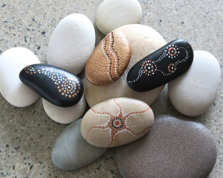 Piedras pintadas para decorar vuestra casa de forma original for Decoracion de canteros con piedras