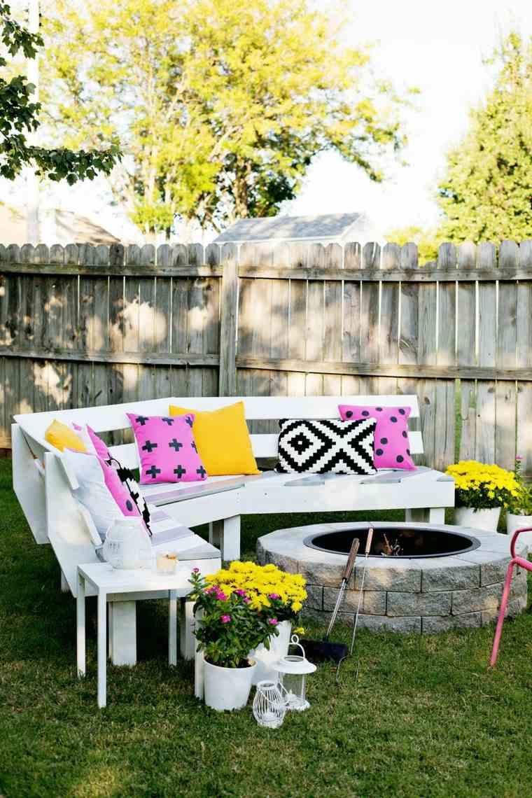 decorar terrazas barato pozo fuego muebles blancos ideas
