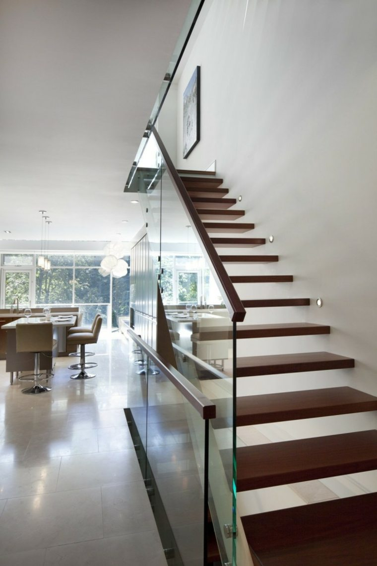 Escaleras de interior modernas 40 ideas para elevar el for Escalera interior casa