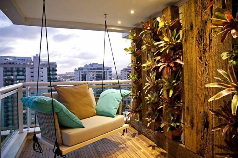 estupenda terraza sillón colgante